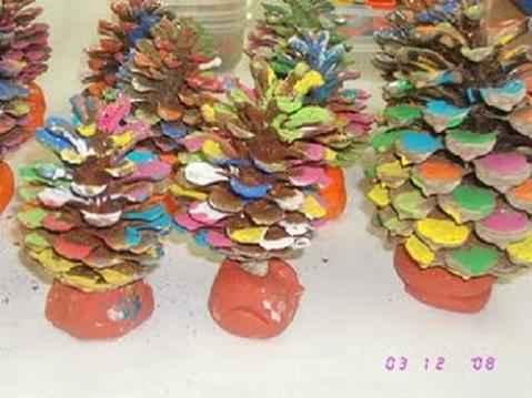 Rboles de navidad con pi as naturales actividades infantil - Trabajos manuales para adultos ...