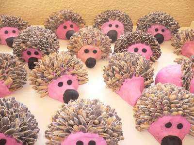 C mo hacer unos simp ticos erizos con pipas de girasol for Setas decoracion
