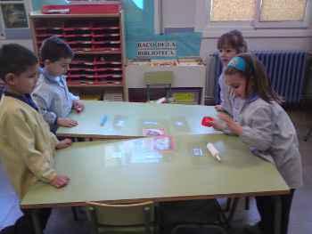 Una clase de ciencia divertida qu cosas ruedan for Plano aula educacion infantil