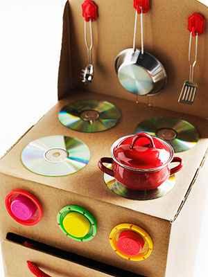 C mo preparar una cocina de juguete con material reciclado for Material de cocina profesional