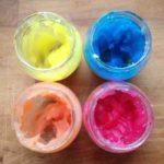 """Una nueva receta para preparar una cremosa pintura de dedos """"comestible"""""""