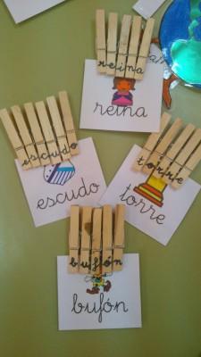 Creamos las palabras de las tarjetas con pinzas