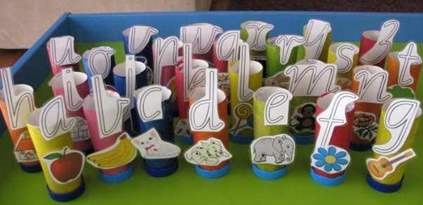 alfabeto con rollos de cartón