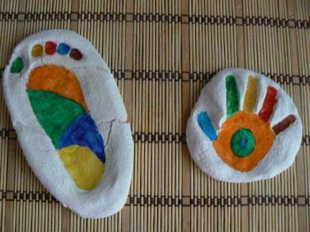 pies y manos en sal