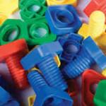 Aprendiendo con tornillos y tuercas de colores