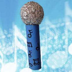 Aprendiendo buenos hábitos sociales con un micrófono mágico