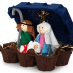 Nacimiento navideño con huevera reciclada