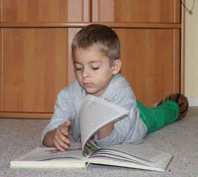 boy_reads_09_by_susannehs-d6tm49x