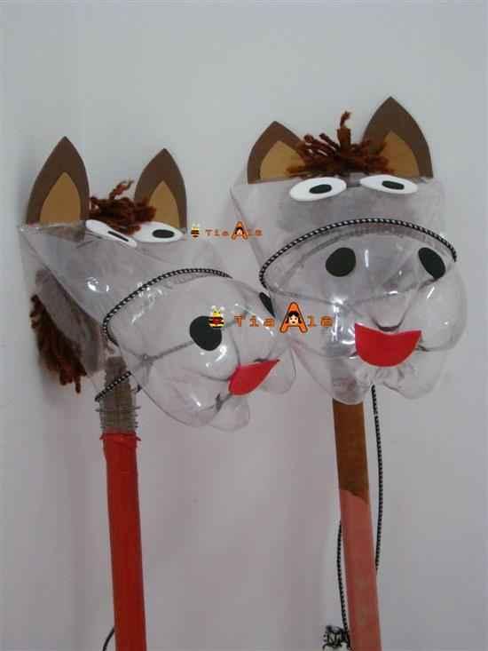 caballos con botellas recicladas