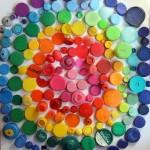 Una mandala Arcoiris en 3D con material reciclado