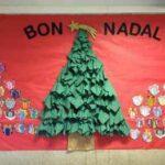 Cómo preparar un árbol de Navidad con servilletas de colores