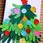 Construimos un alegre árbol de Navidad uniendo nuestras manos
