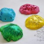 Cómo preparar una estupenda masa de plastilina con gelatina de colores