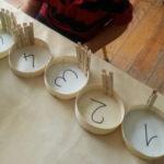 Otra sencilla manera de aprender los números con material reciclado