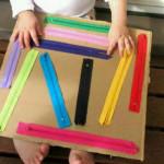 Un juego con cremalleras de colores para trabajar la psicomotricidad fina