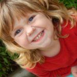 Cuántos beneficios para los peques cuando la risa suena en clase