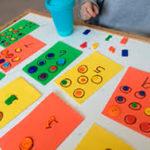 Aprendiendo los números con botones de colores